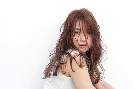 台中燙髮 充滿女人味的慵懶染髮、燙髮造型 各大社群網站被鄉民推薦到爆表的激美髮廊