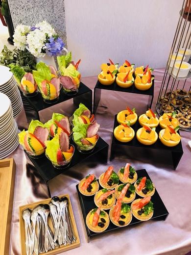 【台中歐式自助餐】開幕活動的buffet外燴服務是我熟悉的雞尾酒公司耶※根據不同型式的餐會~原來有提供不同的茶點和料理!好吃耶!